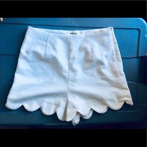Monteau Los Angelos White Scalloped Shorts